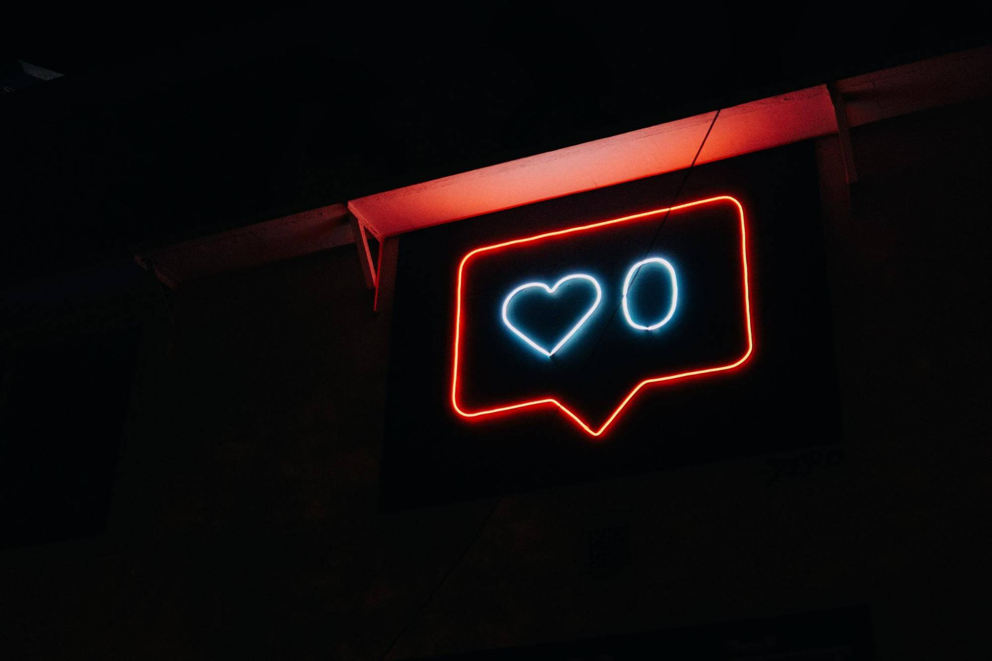 neon outline showing zero likes next to a heart